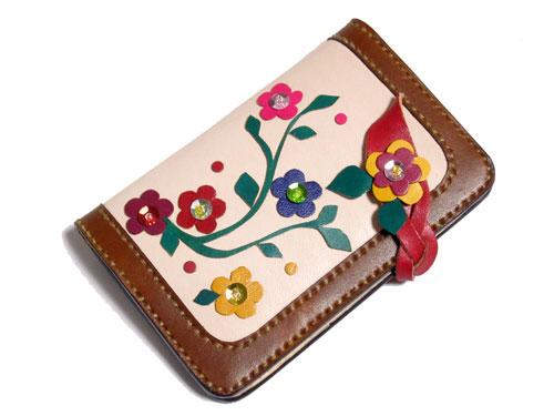 可愛いデザインの二つ折り本革カード&パスケース