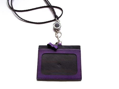 黒と紫のIDカードホルダー