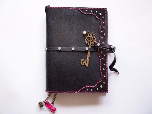 スワロと鍵チャームの手帳カバー