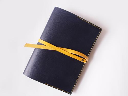 鮮やかな黄色ひも留め手帳カバー
